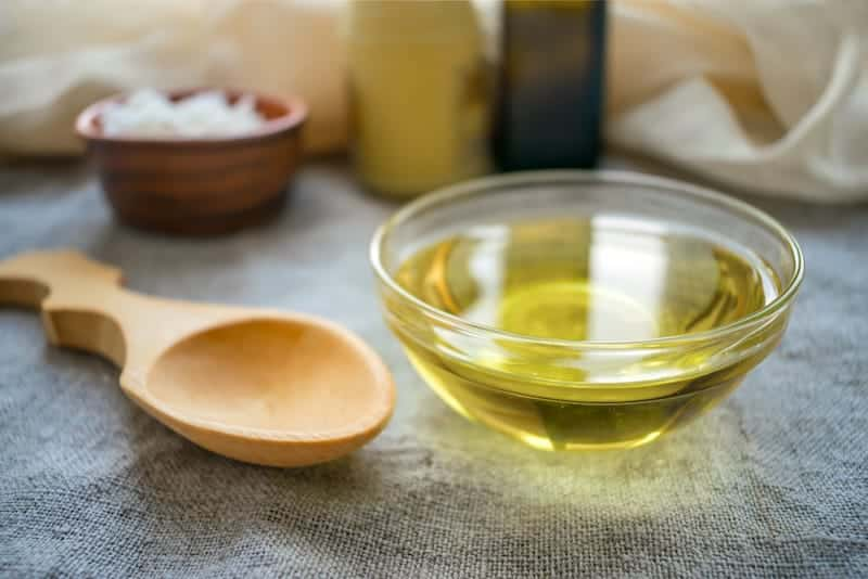 8 Science-Based Benefits of MCT Oil for Keto that You WON'T Believe!