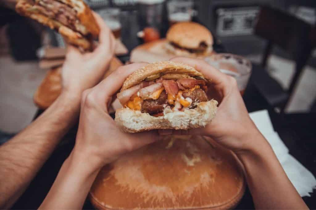 carbs in a jr bacon cheeseburger